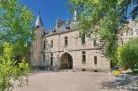 porche-entree-chateau-interieur