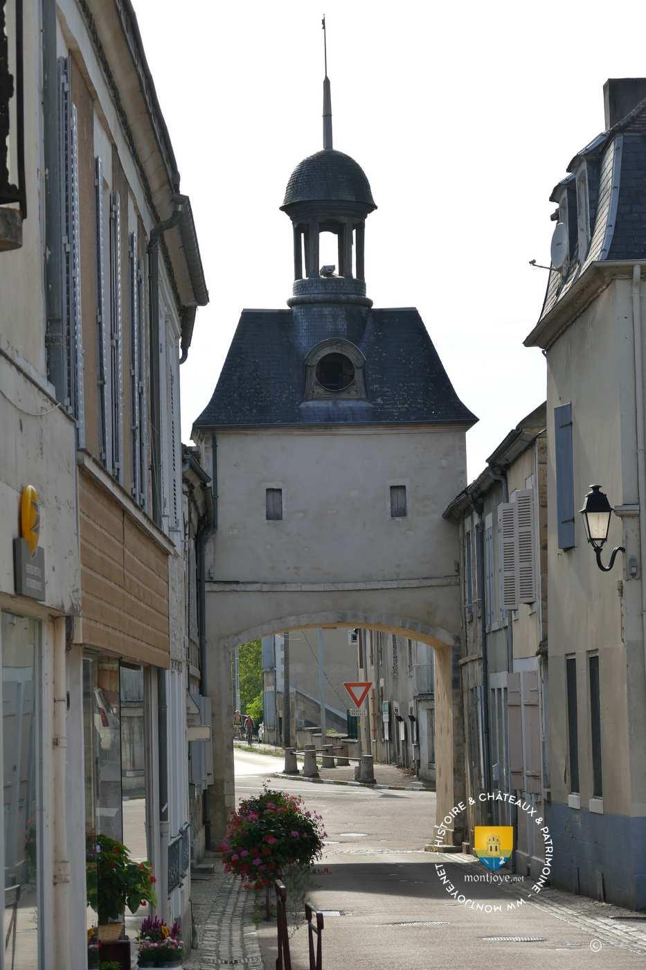 Donjon et fortifications de cravant yonne 89 - Porte de orleans ...