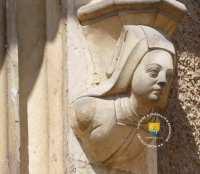 detail-femme-Ainay-le-Vieil