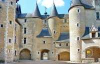 entree-arc-tourelles-fougeres-sur-bievre-chateau