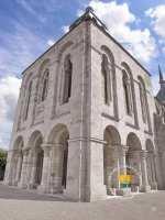 abbaye-fleury-sur-loire-tour-porche-profil