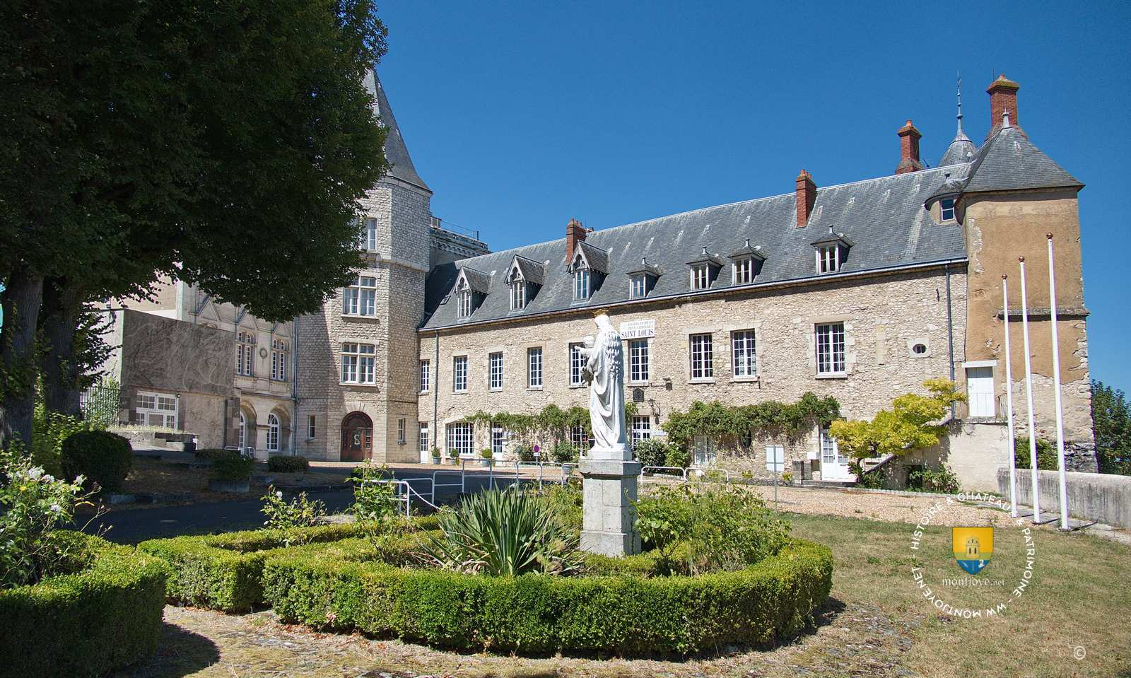 Château Royal de Montargis devenu Institut Saint-Louis