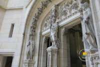 portail-chapelle-statue