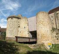 Entree-chateau-de-la-madeleine-visite-chevreuse
