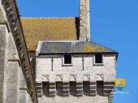 chemin-de-ronde-machicoulis-defense-Abbatiale-de-Saint-Jouin-de-Marnes