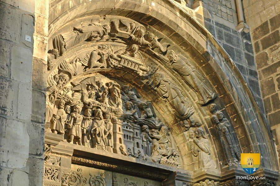 Portail de l'entrée de la Basilique de Saint-Denis