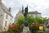 jeanne-darc-statue-sainte-catherine-de-fierbois-centre-france-histoire