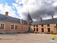 cour-interieure-chateau-chamerolles