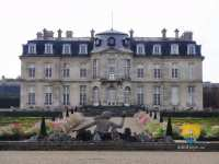 chateau-champs-sur-marne-face-sud-nymphe-scylla-castle-france