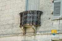 chateau-ambleville-balcon-fer-forge-1