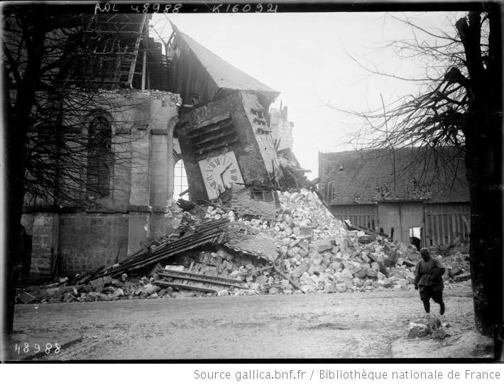 Après la destructions, soldat français