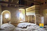 cheminee-XVe-chateau-moyen-age-donjon