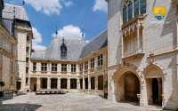 cour-interieure-palais-jacques-coeur