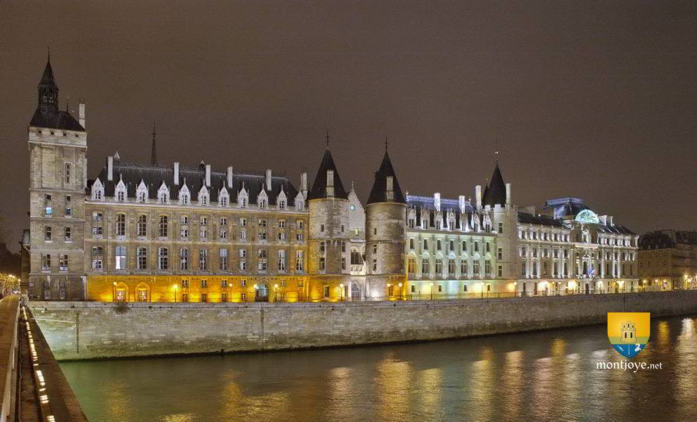 conciergerie night paris picture