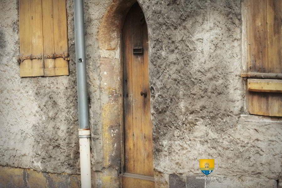 Maison jeanne d 39 arc moulins auvergne histoire for Porte hobbit